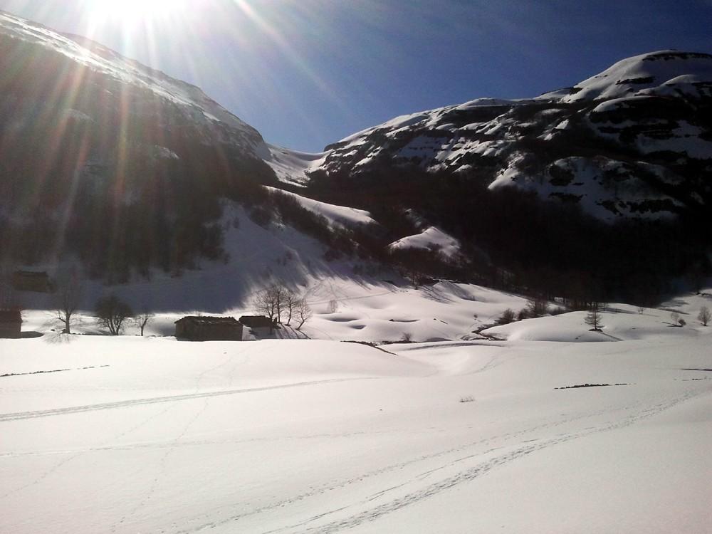 Cabañas del Bernacho bajo la nieve