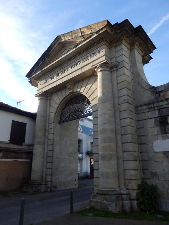 Arco de Carlos III en la Cavada