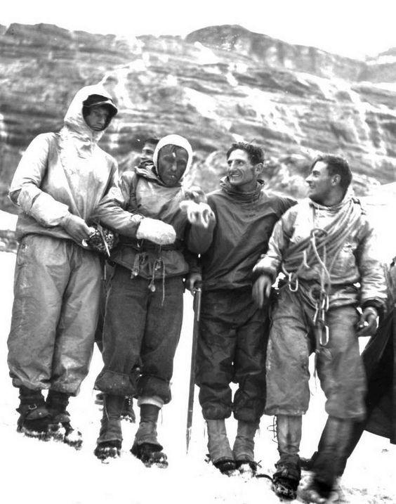 Harrer, Kasparek, Heckmair y Vörg después de su victoria en la norte del Eiger (1938)